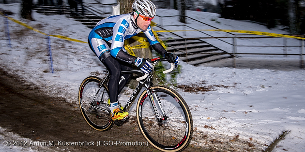 121209_GER_Frankfurt_CycloCross_Men_Zahner_sideview_by_Kuestenbrueck_acrossthecountry