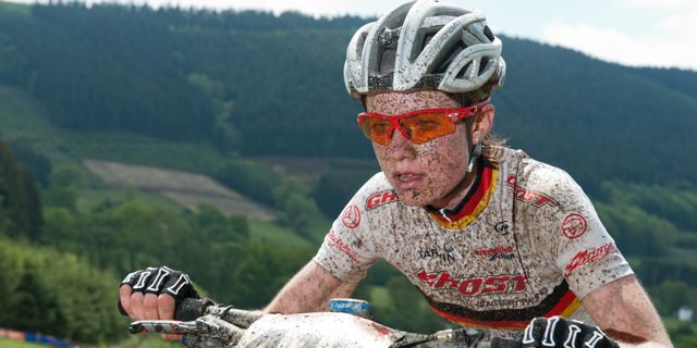 Johanna_Techt_uphill_close_110515_Saalhausen_acrossthecountry_mountainbike_xco_by Kuestenbrueck