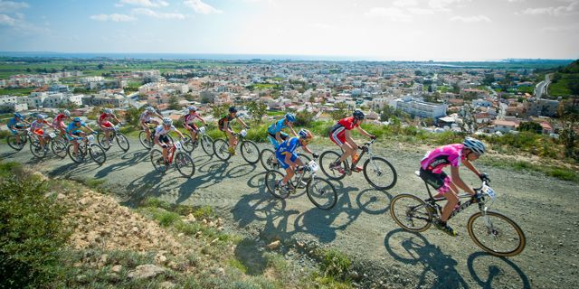 Cyprus_sunshine_cup_voroklini_men_startloop_sideview_acrossthecountry_mountainbike_xco_by-Kuestenbrueck