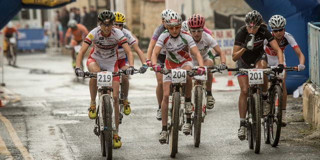 Leumann_Lechner_Klemencic_startloop_leadinggroup_acrossthecountry_mountainbike_xco_by Kuestenbrueck