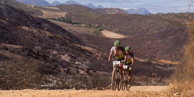 Hermida_van-Houts_CapeEpic_stage3_acrossthecountry_mountainbike