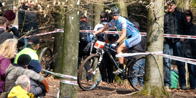 Adelheid-Morath_sideview_trees_badsaeckingen_acrossthecountry_mountainbike_xco_by-Goller-