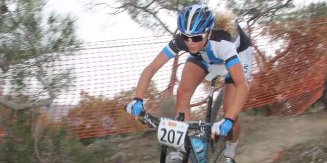 Jolanda-Neff_downhill_Afxentia_xco_acrossthecountry_mountainbike_by-Goller