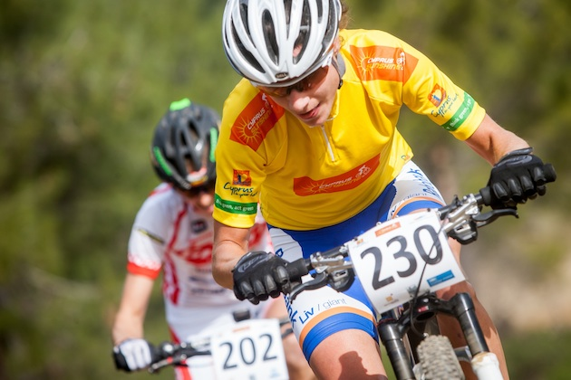 Marianne-Vos_hanging_CSC13_Afxentia_acrossthecountry_mountainbike_xco_by-Kuestenbrueck