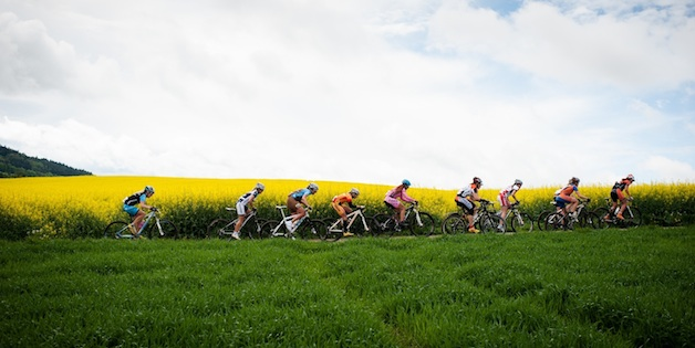 120506_GER_Singen_DM_MX_women_group_landscape_sideview_acrossthecountry_mountainbike_by_Maasewerd
