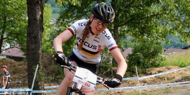 Helen-Grobert_ValdiSole_corner_close_acrossthecountry_mountainbike_xco_by-Gollr.
