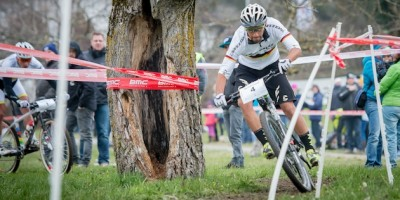 Manuel Fumic_corner_tree_Kuestenbrueck_Schaan_130407_acrossthecountry_mountainbike_by_Kuestenbrueck.
