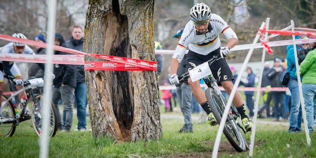 Manuel Fumic_corner_tree_Kuestenbrueck_Schaan_130407_acrossthecountry_mountainbike_by_Kuestenbrueck.