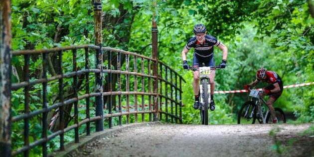 Schulte-Luenzum_deBacker_mountainbike_acrossthecountry_by Werner Schulte-Luenzum