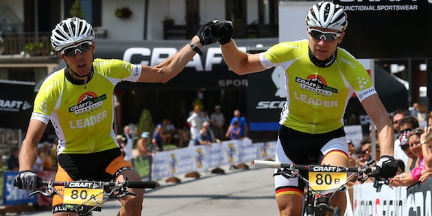 Jochen-Kaess_Markus-Kaufmann_winning_yellow-yersey_acrossthecountry_mountainbike_by-Henning-Angerer.