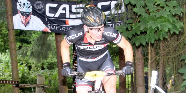 Markus-Schulte-Luenzum_close_uphill_banner_DM13_BadSalzdetfurth_acrossthecountry_mountainbike_by-Goller