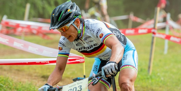 130804_SUI_Davos_XC_Women_Spitz_downhill_frontal_close_acrossthecountry_mountainbike_by_Kuestenbrueck.