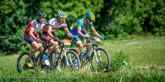 130816_GER_TransSchwarzwald_Stage3_Schonach-Engen_leadinggroup_uphill_sideview_acrossthecountry_mountainbike