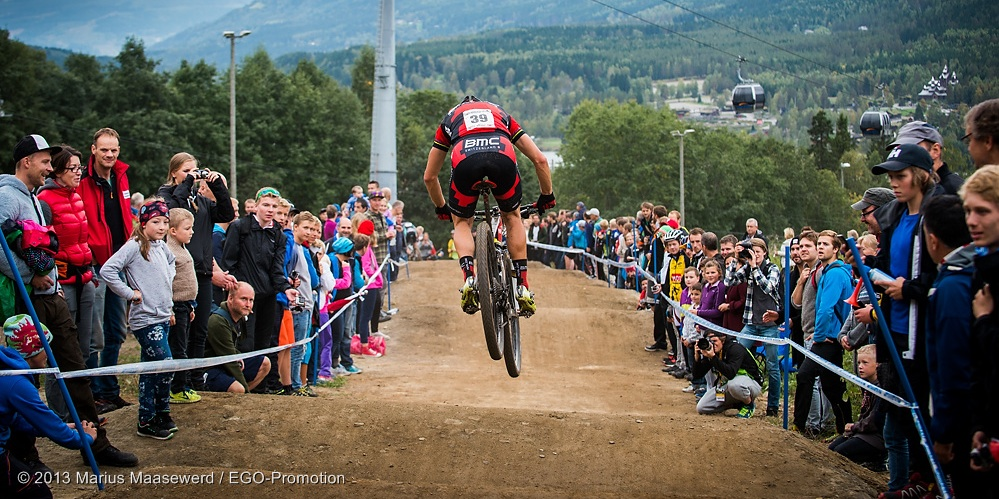 130914_NOR_Hafjell_XC_Men_Naef_jump_backview_acrossthecountry_mountainbike_by_Maasewerd