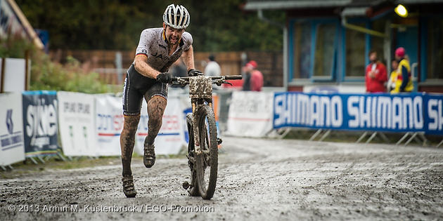 130915_NOR_Hafjell_XC_JuniorsM_Schwarzbauer_finisch_running_acrossthecountry_mountainbike_by_Kuestenbrueck
