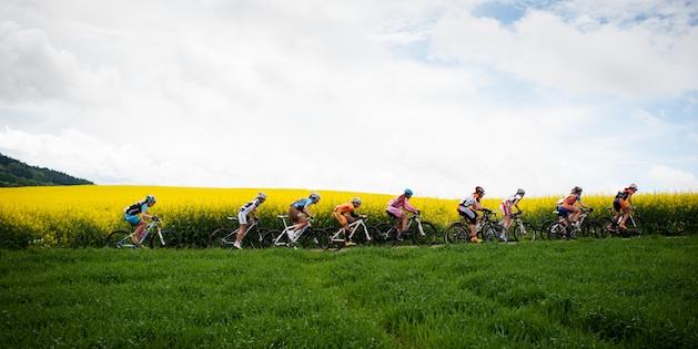 120506_GER_Singen_DM_MX_women_group_landscape_sideview_acrossthecountry_mountainbike_by_Maasewerd