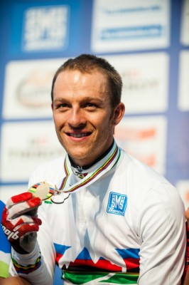 120909-aut-saalfelden-xce-ceremony-naef-medal-acrossthecountry_mountainbike_by-maasewerd