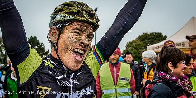 131006_GER_Muensingen_DM_MX_Mennen_happy_afterwinning_acrossthecountry_mountainbike_by_Kuestenbrueck