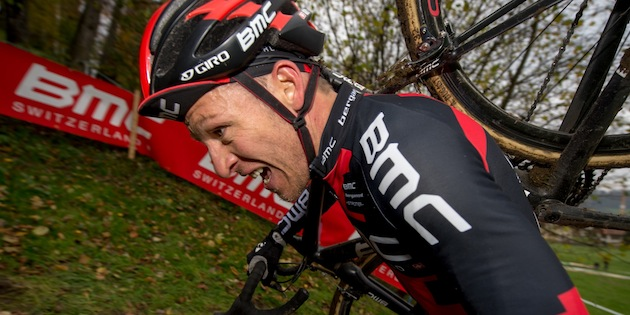 131117_SUI_Madiswil_CX_Men_Naef_sideview_close_running_acrossthecountry_cyclocross_by_Kuestenbrueck
