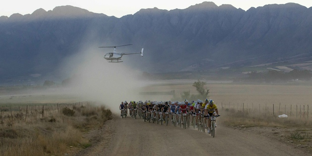 CapeEpic_grosse_Spitzengruppe_Etappe4_acrossthecountry_mountainbike_xcm_by-Sportzpics