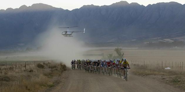 CapeEpic_grosse_Spitzengruppe_Etappe4_acrossthecountry_mountainbike_xcm_by-Sportzpics