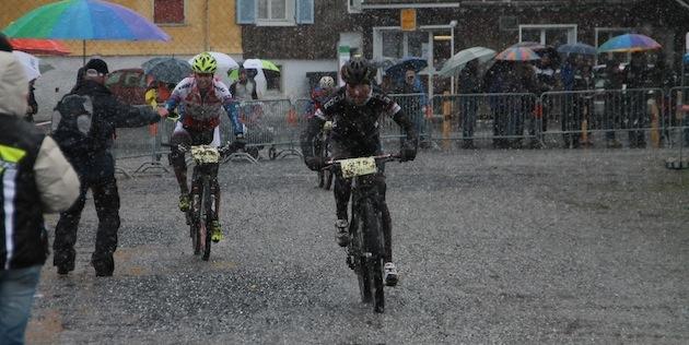 Helen-Grobert_Linda-Indergand_Buchs_acrossthecountry_mountainbike_by-Goller