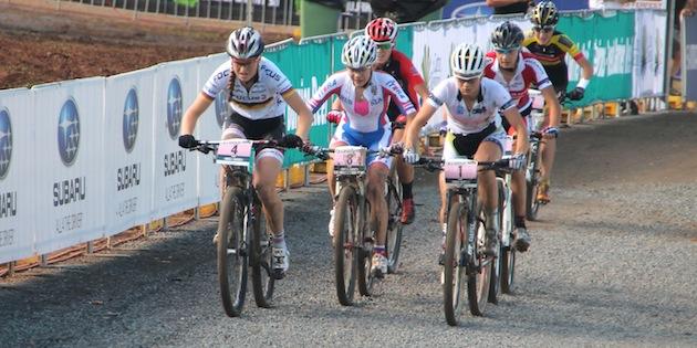 u23damen_cairns_start_grobert_antonova_rissveds_acrossthecountry_mountainbike_by-Goller