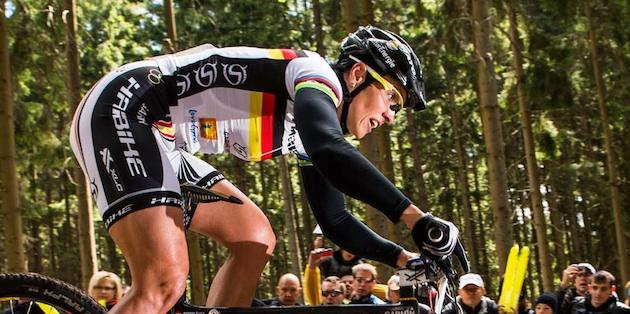 120513_CZE_NoveMesto_XC_Women_Spitz_rocks_sideview_acrossthecountry_mountainbike_by_Kuestenbrueck