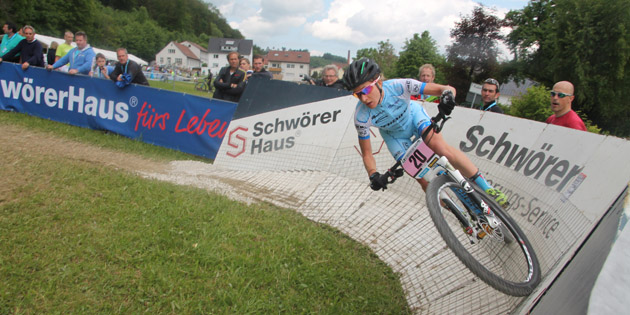 Adelheid_Morath_steilkurve_albstadt_acrossthecountry_mountainbike