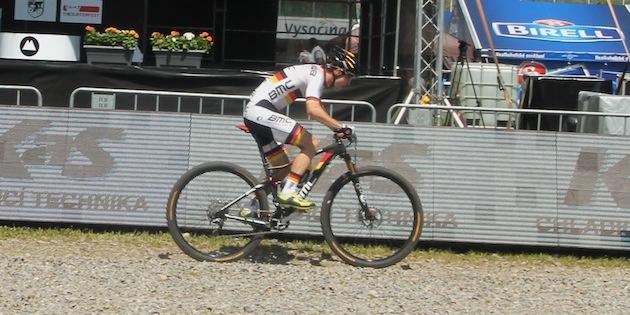 Moritz-Milatz_novemesto_sideview_acrossthecountry_mountainbike_by-Goller