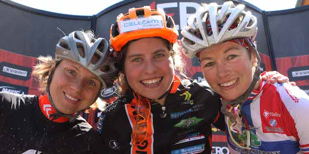 Michalina-Ziokowska_Elisabeth-Brandau_Borghild-Loevset_acrossthecountry_mountainbike_by-COMetaPress_Brena