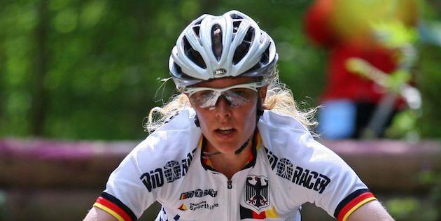 Nina-Wrobel_albstadt_downhill_frontal_acrossthecountry_mountainbike_by-Dillmann.