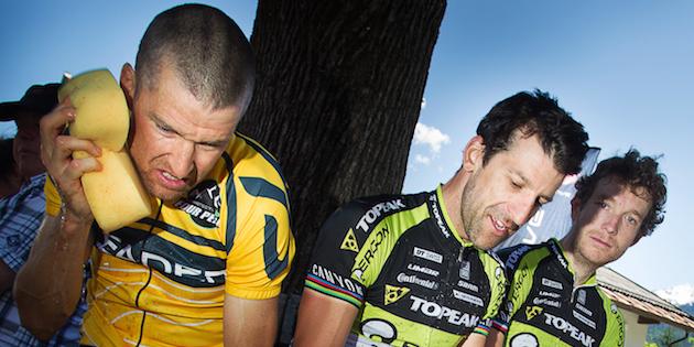 sauser_lakata_hynek_bike4peaks_finish_exhausted_by-henning-angerer