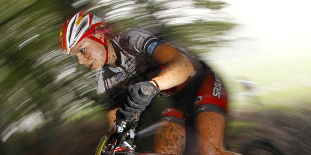 Hanna-Klein_verzerrt_acrossthecountry_mountainbike_by-Fred-Machabert