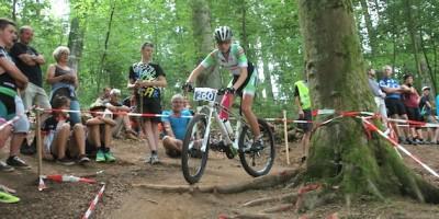 Leonie-Daubermann_vor-Abfahrt_Juniorinnen_acrossthecountry_mountainbike_by-Goller