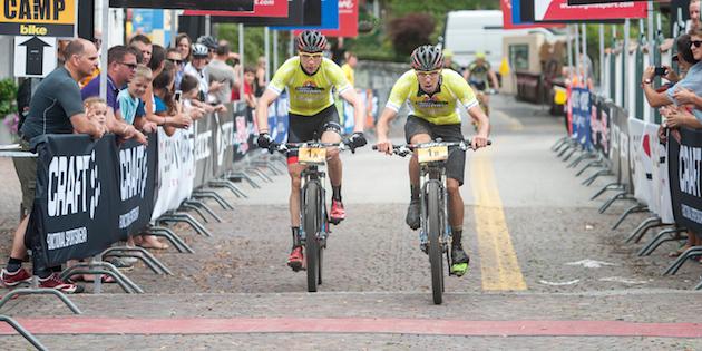 Markus-Kaufmann_Jochen-Kaess_finish_yellow_TA14_acrossthecountry_mountainbike_by-Andreas-Dobslaff.
