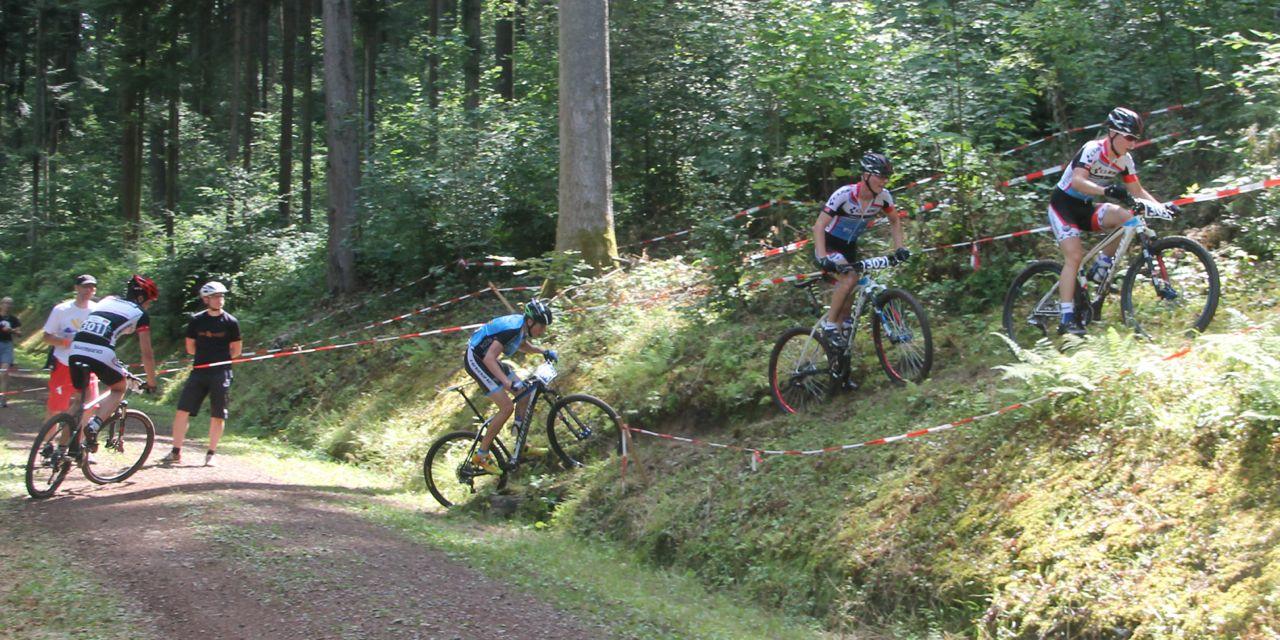 vorne_Feinauer_Graf_Bregenzer_Drach_Nachwuchs-DM14-Hausach_U15-maennlich_acrossthecountry_mountainbike_by-Goller-01
