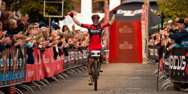 Moritz-Milatz_finishing_badsalzdetfurth_acrossthecountry_mountainbike_by-Lynn-Sigel