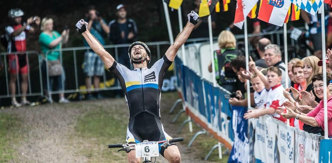 Tim-Boehme_finish_marathon-dm14_stingbert_acrossthecountry_mountainbike_by-Liening