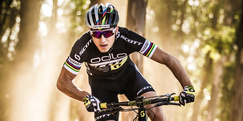 Nino Schurter_Fotoshooting_SCOTT-ODLO_Action-Image_2015_Bike_SCOTT-Sports_acrossthecountry_mountainbike_by Gary Perkin
