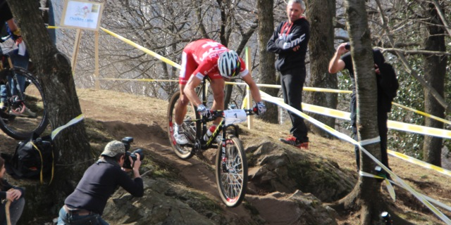 Nino Schurter_Monte Tamaro_drop_frontal_acrossthecountry_mountainbike_by Golle