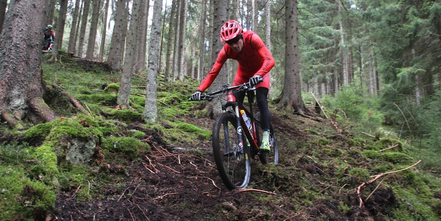http://acrossthecountry.net/wp-content/uploads/2015/04/Markus-Bauer_downhill_Titisee-Neustadt_Training_acrossthecountry_mountainbike_by-Goller.jpg