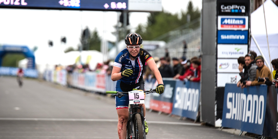 150523_LenaPutz_NoveMesto_finish_bleeding_acrossthecountry_mountainbike_by Lynn Sigel-3