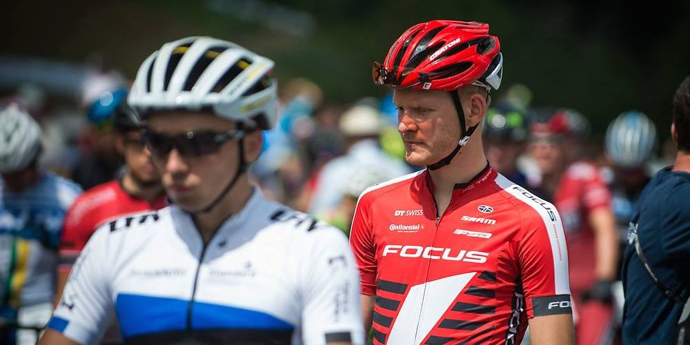 Markus Schulte-Luenzem_acrossthecountry_mountainbike_montsainteanne_by Maasewerd