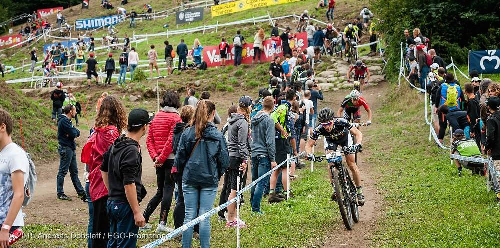 Milatz_ValdiSole_downhill_spectators_acrossthecountry_mountainbike_by Dobslaff