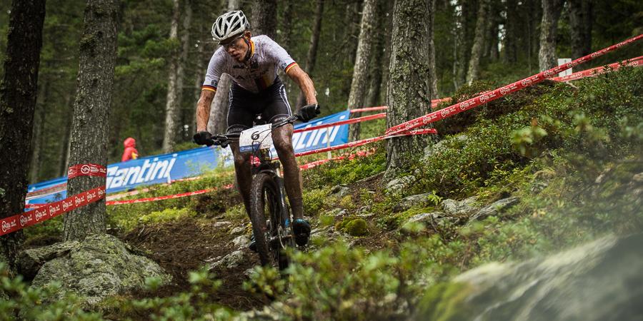 Max Brandl, hier im rutschigen Dowhnill, sicherte sich die Silbermedaille. Foto: Lynn Sigel