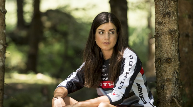 Nadine-Rieder_woods_acrossthecountry_mountainbike_by-Johannes-Poettgens