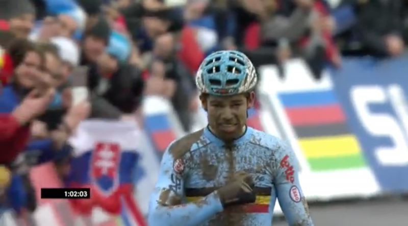 Wout van Aert_finish_Cross-WM17_Screenshot