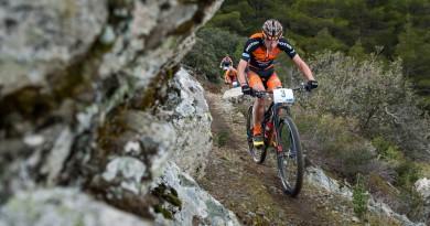 Jordan Sarrou  im langen Single-Trail, dahinter Jaroslav Kulhavy in Gelb, noch vor seinem Defekt ©Thomas Weschta/EGO-Promotion