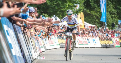 Nino-Schurter_celebrating_by-Traian-Olinici